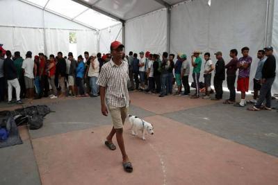 Caravana de migrantes retoma su marcha y abandona Ciudad de México