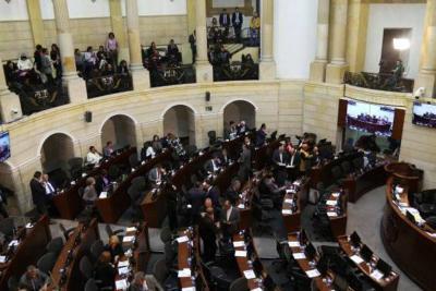 Así es la 'estrategia' de los congresistas para aprobar o frenar leyes en Colombia