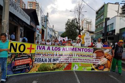 Docentes de Santander marcharon en contra de la Ley de Financiamiento