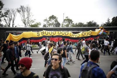 Se presentan los primeros disturbios en marchas de estudiantes de este jueves en Colombia