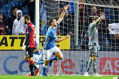 Con David Ospina en el arco, Napoli venció a Génova bajo la lluvia