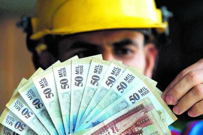 Desde 2011, salario mínimo solo ha subido 35 mil pesos por año