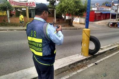 Hurtan motocicleta de alférez mientras atendía un accidente en Bucaramanga