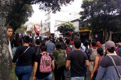 Avanza la marcha de estudiantes y maestros en Bucaramanga