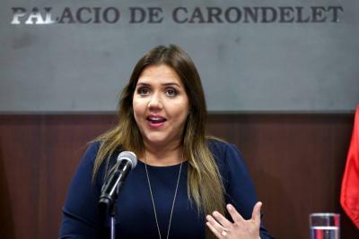 Vicepresidenta de Ecuador renunció tras ser acusada de corrupción