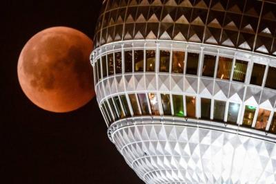 Las mejores imágenes del eclipse de luna total en el mundo