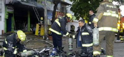 El incendio que se registró en una ferretería del sector aún no reporta personas heridas.