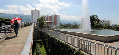 Se encendió la fuente de La Puerta del Sol. Este Tanque del Acueducto de Bucaramanga está dedicado al agua y cumple una labor educativa de gran importancia. El agua, es un recurso que se nos agota, y es fundamental tomar medidas para su conservación y su uso moderado.