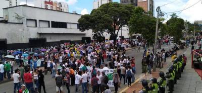 Así transcurre la marcha de la educación por las calles de Bucaramanga