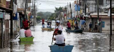 Willa se degradó a intensidad 3 y tocará tierra en las próximas horas en el estado de Sinaloa.
