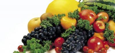 En el informe se recomienda la ingesta de un mínimo de 400 gramos diarios de frutas y verduras, grupo alimenticio en el que no se debe contar la papa, la yuca ni otros tubérculos, de alto consumo en países como Colombia.