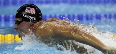 El nadador estadounidense Ryan Lochte compite para ganar el oro en la final individual de los 400m estilos de los Campeonatos del Mundo de natación de Shanghái (China) .