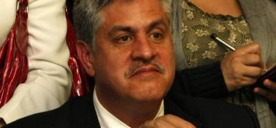 Collins asistió a una reunión en la que solicitaron que sus socios cedieran el control del negocio a Lucy Luna.