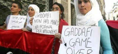 Rebeldes libios atacan el lugar donde estaría Gadafi