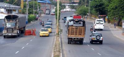 Entre el colegio La Salle y el puente El Bueno se realiza la construcción de la doble calzada en el sector.