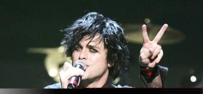 Expulsan al cantante de Green Day de un avión por llevar los pantalones bajos