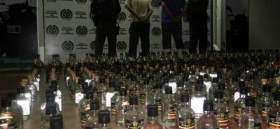 Según la Policía Metropolitana de Bucaramanga por cada 10 botellas que se encuentran en el mercado nacional, cuatro son de licor adulterado, las cuales resultan atractivas al consumidor por su bajo precio y que se encuentran en los bares y discotecas.