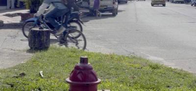 Cerca al lugar del incendio del martes se ubican dos hidrantes, uno de ellos en la calle 50 con carrera 21 y otro en la carrera 13 con calle 50.
