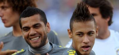 """Alves: """"Si de mí dependiera, Neymar ya estaría aquí"""""""