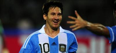 """Messi reitera que aunque no vio jugar a Pelé """"el mejor"""" fue Diego Maradona"""