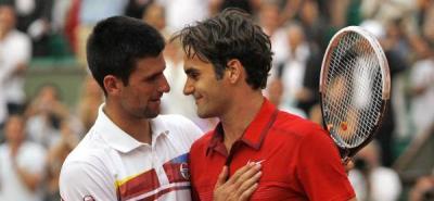 Comienza la semifinal entre Djokovic y Federer con una hora de retraso