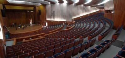 La UIS donó silletería del Auditorio Luis A. Calvo