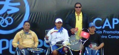 Emiro Peña, Maurico Vega, William Leguizamón (entrenador) y Juan Sebastián Gutiérrez.
