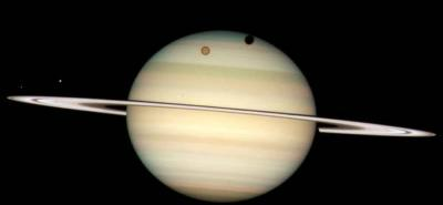 La NASA capta los géiser de Encélado, una de las lunas de Saturno