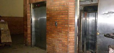 Murió empleado de la Plaza de Mercado Central aprisionado en un ascensor