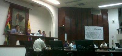 Gobernación afirma que se pavimentaron 242 km, Asamblea cuestiona obras