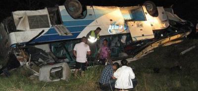 Dos muertos y 24 heridos dejó el accidente de un bus de Copetrán