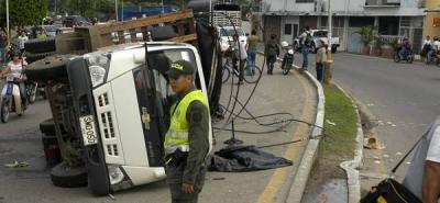 Cinco policías lesionados tras accidente de tránsito