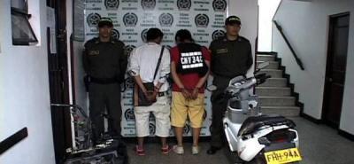 Capturados dos jóvenes con chasis de una moto hurtada