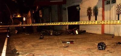 Dos motociclistas muertos y otro herido en grave choque