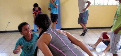 Jóvenes presentan avance en su formación teatral