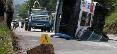 Quince heridos dejó el accidente de una buseta