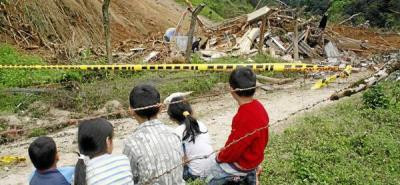 Cinco heridos dejó un alud que destruyó una escuela en Tona