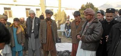 Atentado suicida deja 20 muertos y 30 heridos en Afganistán