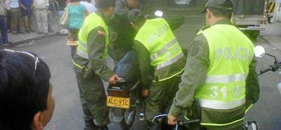 Ladrón resultó herido y olvidó su moto