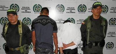 Capturan en flagrancia a dos hombres que hurtaban a taxista