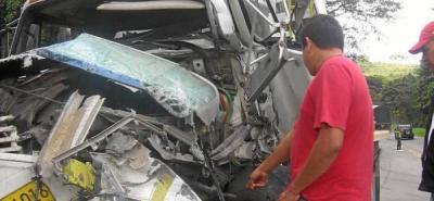 Cinco heridos dejó accidente de un camión que perdió los frenos