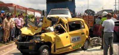 Choque múltiple de vehículos en la vía entre Bucaramanga y Girón
