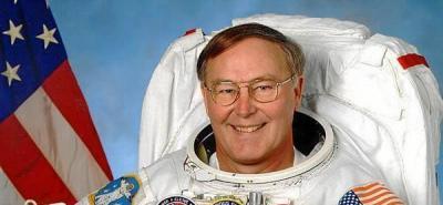 El primer astronauta en viajar siete veces al espacio deja la NASA.