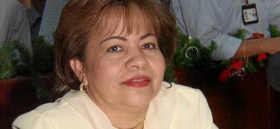 Doris Vega, esposa del polémico Luis Alberto Gil, asume curul en el Senado