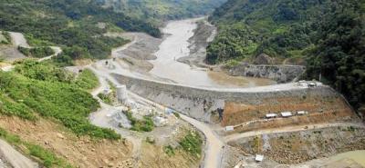 Campesinos bloquean construcción de hidroeléctrica El Quimbo en Huila
