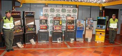 Policía incautó 8 máquinas paga monedas en Girón por evasión de impuestos
