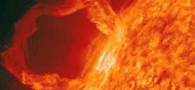 Destello solar envía plasma y partículas cargadas hacia la Tierra