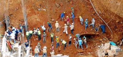 Cinco muertos y un desparecido dejó alud en construcción de edificio