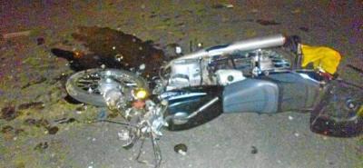 Un motociclista muere tras ser atropellado por una camioneta
