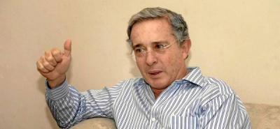 Expresidente Uribe llama al orden a su bancada en el Congreso